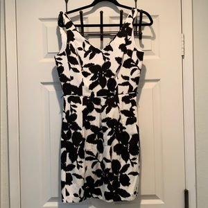 White House - Black Market Dress - Size 6